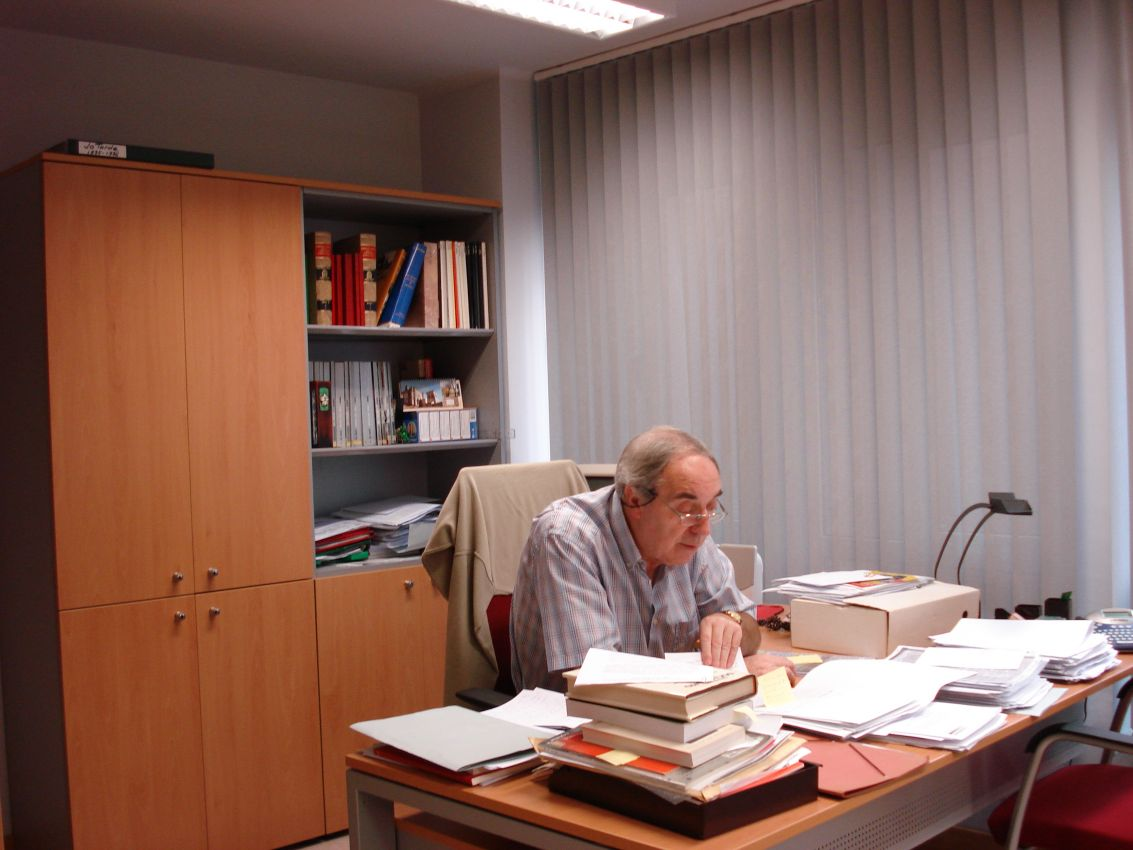 Entrega del premio Vigil Montoto a Adolfo Fernández Pérez (Vicedirector de la Fundación José Barreiro).