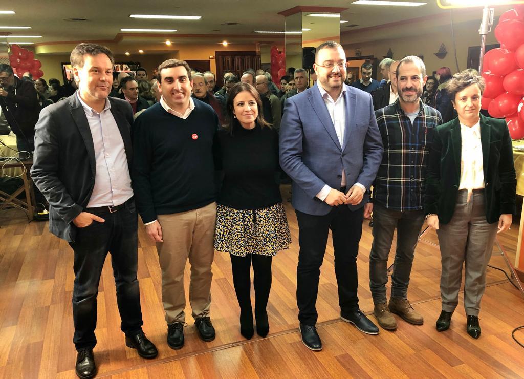 Francisco Blanco, Roberto Morís, Adriana Lastra, Adrián Barbón, Ángel García 'Cepi' y María Fernández